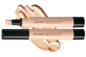 Wie kann man die Schatten unter den Augen aufhellen? Der Korrekturstift Sheer Eye Zone Corrector von Shiseido