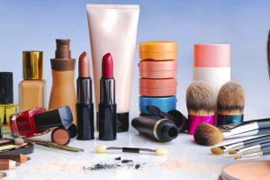 Kosmetikprodukte, die Sie immer im Badezimmer oder in der Kosmetiktasche haben sollen
