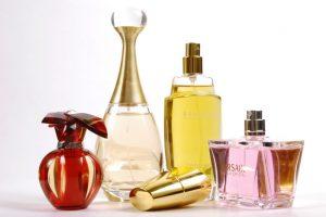 Parfüm auswählen und kaufen. Ratgeber für jedes Mädchen
