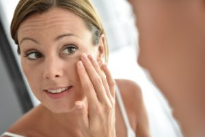 Glabellafalte und Stirnfalten – wie können sie entfernt werden?