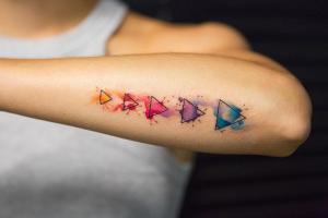 Ließen Sie sich tätowieren? Überprüfen Sie, wie ein Tattoo gepflegt werden soll!