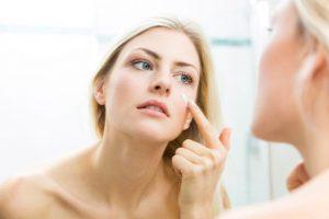 Gesichtshaut richtig pflegen: hilfreiche Tricks und bewährte Kosmetik