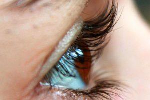 Woraus besteht ein Haar? Aufbau von Wimpern, Augenbrauen und Haaren