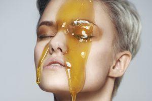 Lohnt es sich, Honig zur Kosmetik zu geben? Rezepte für DIY Kosmetik mit Honig